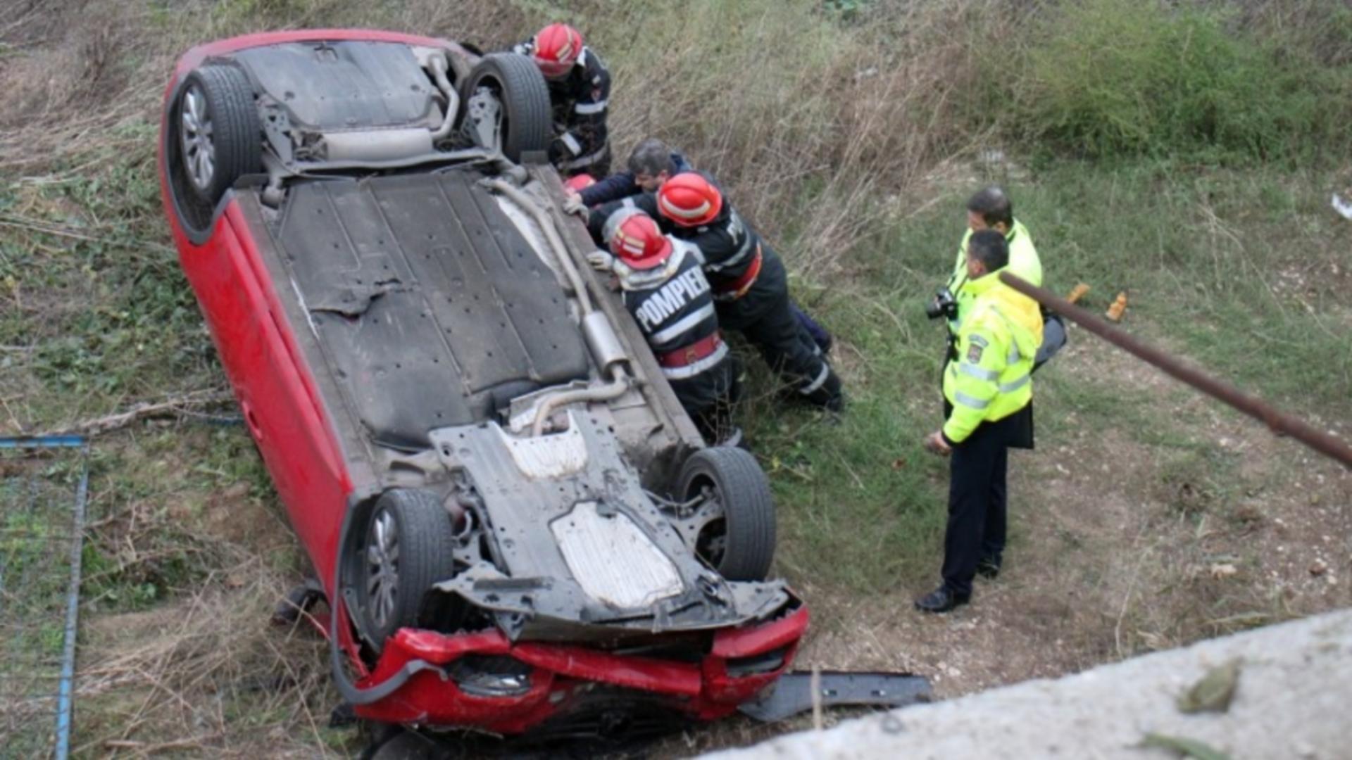 TRAGEDIE rutieră în Caraș-Severin: Un copil de 4 ani A MURIT, alți 3 afectați din cauza mamei care conducea