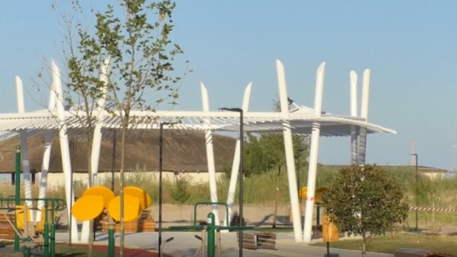 Primul parc de fitness amenajat pe malul mării, pe plaja Modern din Constanța