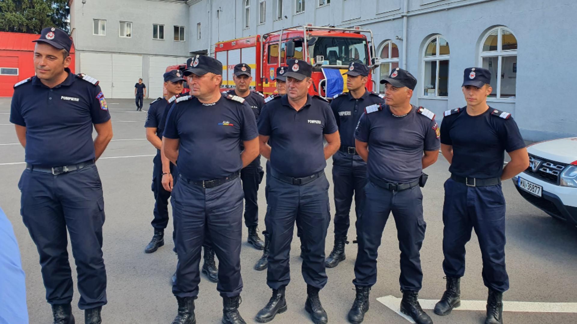 Cei 10 pompieri de la ISU Mureș, reveniți acasă după misiunea din Grecia Foto: Facebook.com