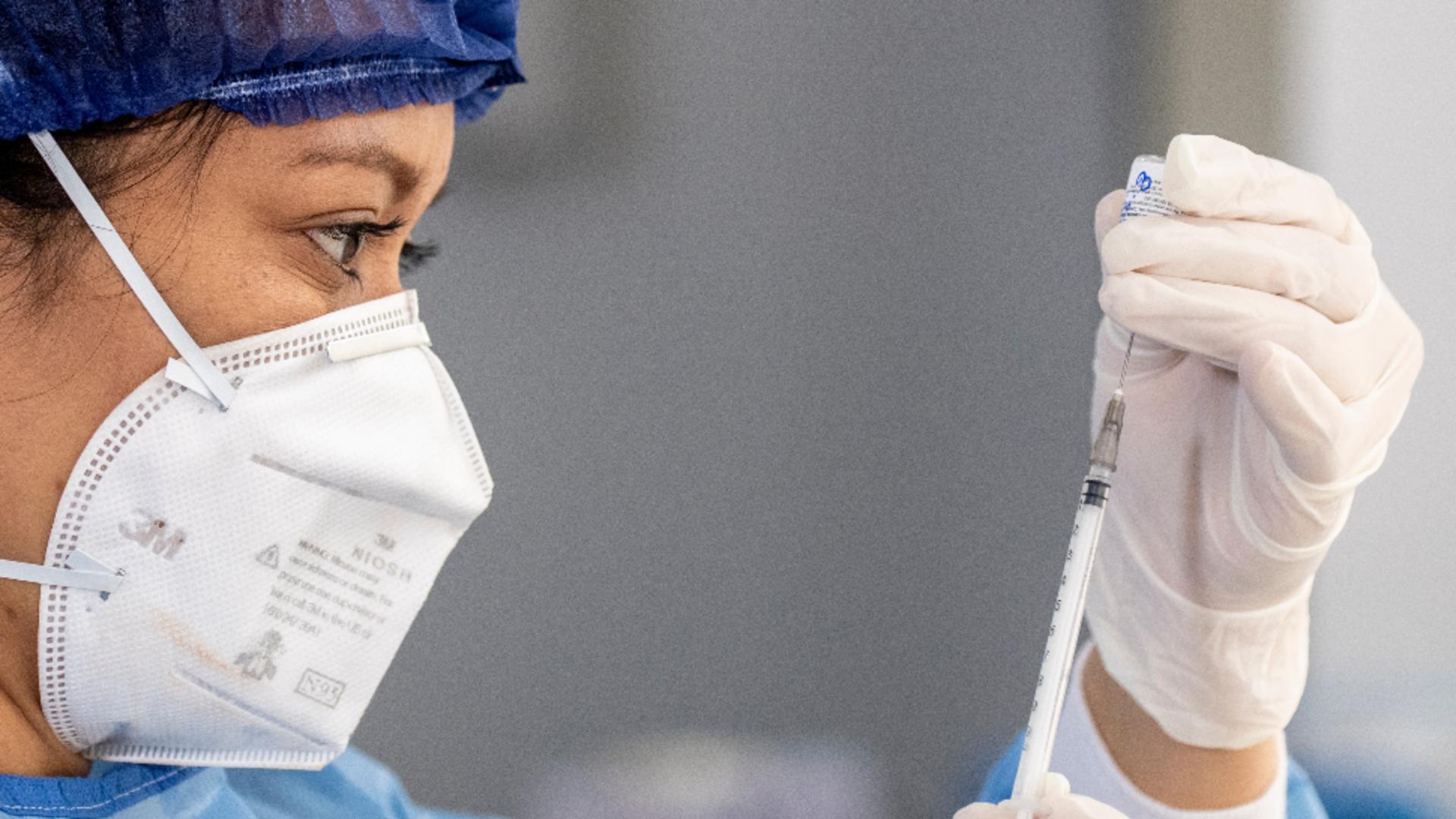 Ce țară a lansat campania de vaccinare cu a treia doză