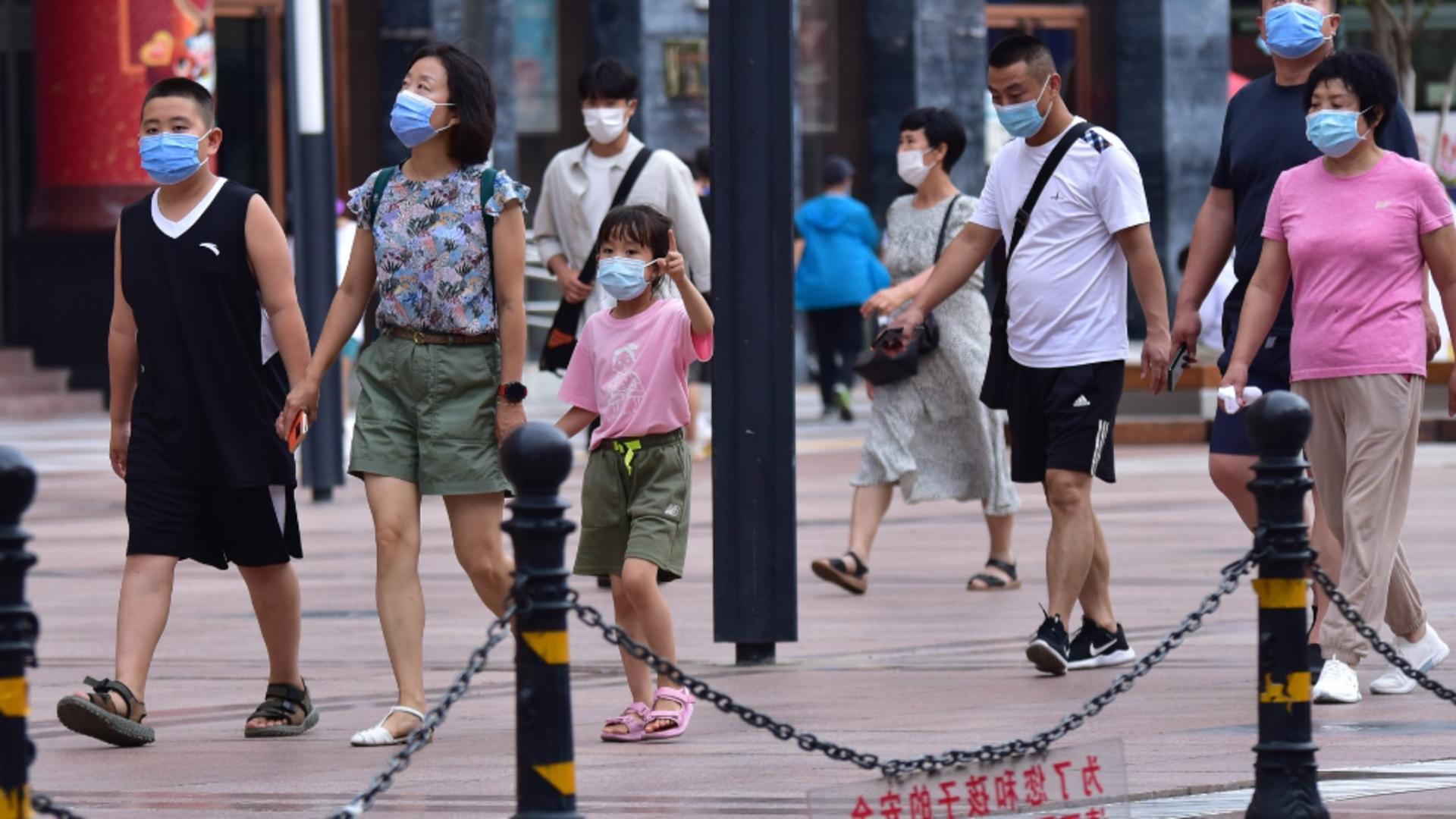Familii pe strada, în China / Foto: ProfiMedia