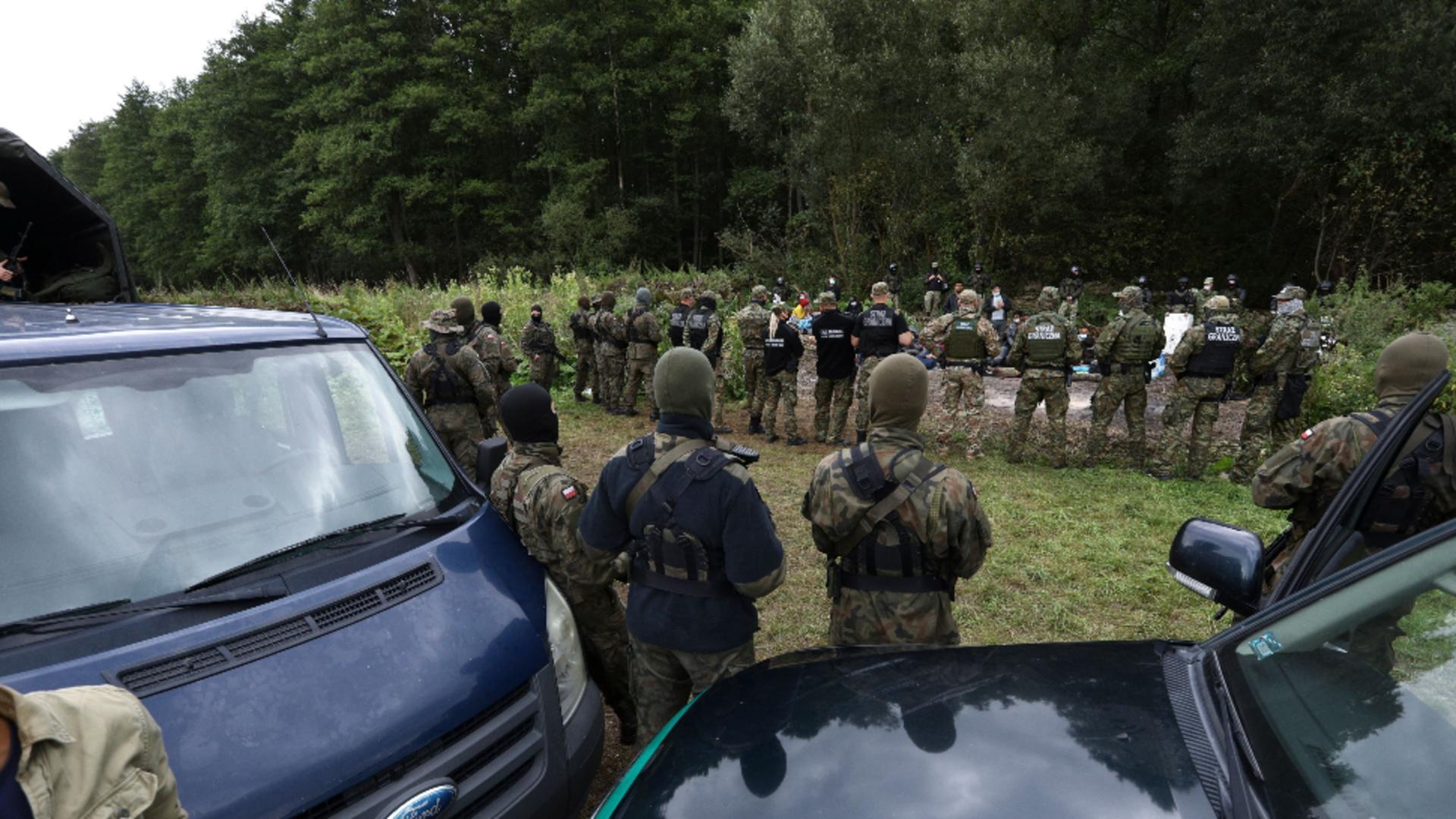 Polonia a anunțat că va construi un gard înalt de 2,5 metri la frontiera cu Belarus. Sursa foto: Profi Media