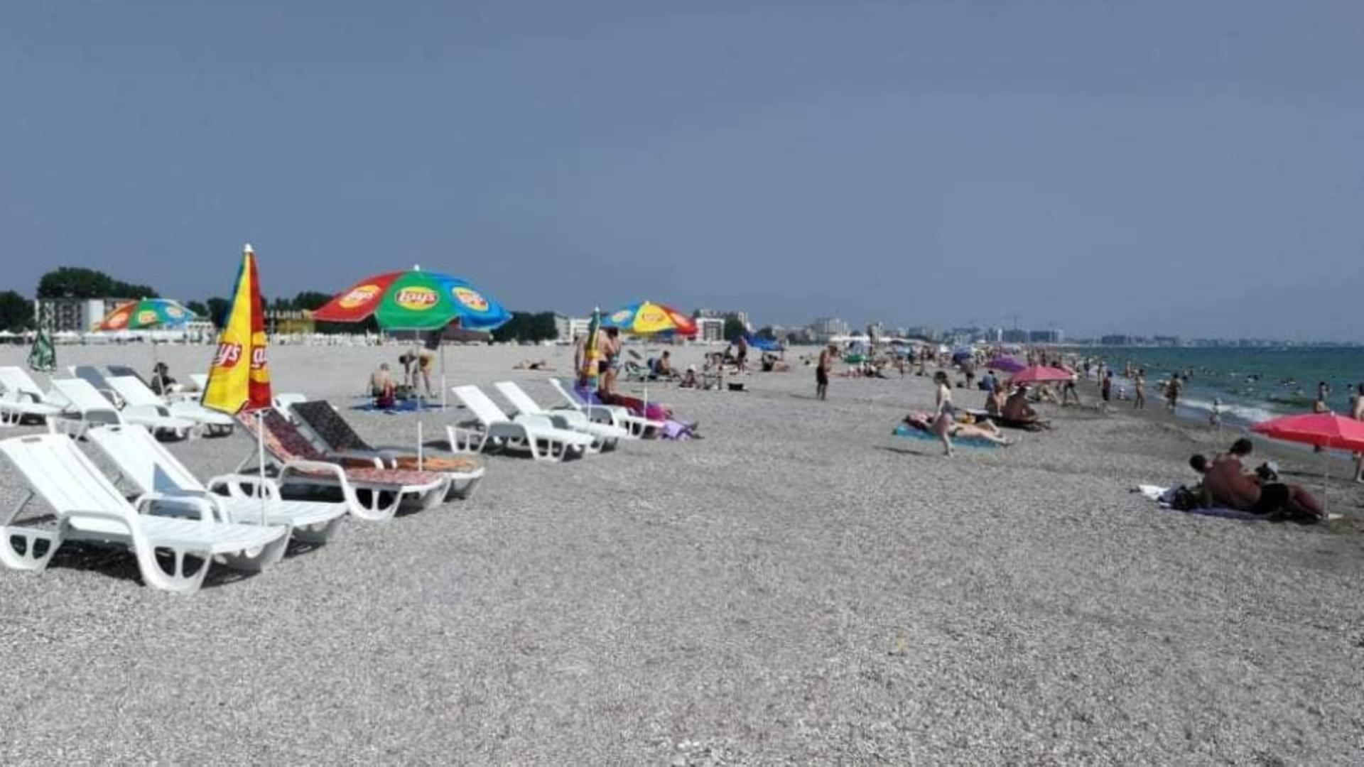 SCANDAL pe Litoral! Amenzi URIAȘE pentru șezlongurile puse chiar lângă mare - De ce se plâng turiștii și patronii teraselor