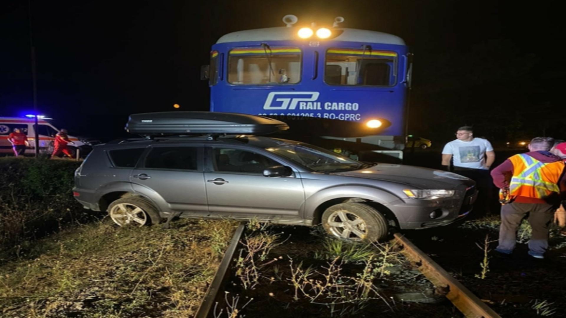 O mașină a fost lovită de un tren. Un copila fost rănit. Foto/Poliția