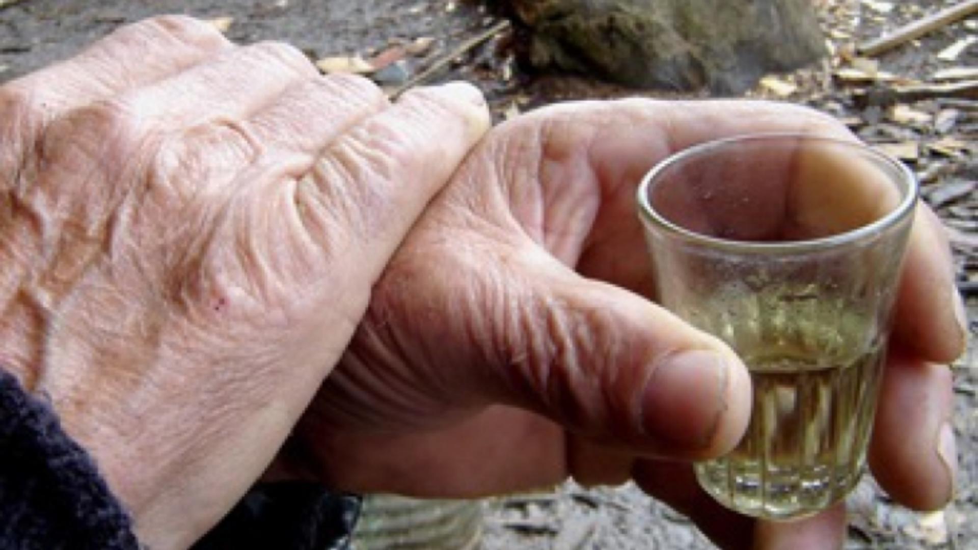 Ce se întâmplă în corpul tău când bei un păhărel de ţuică
