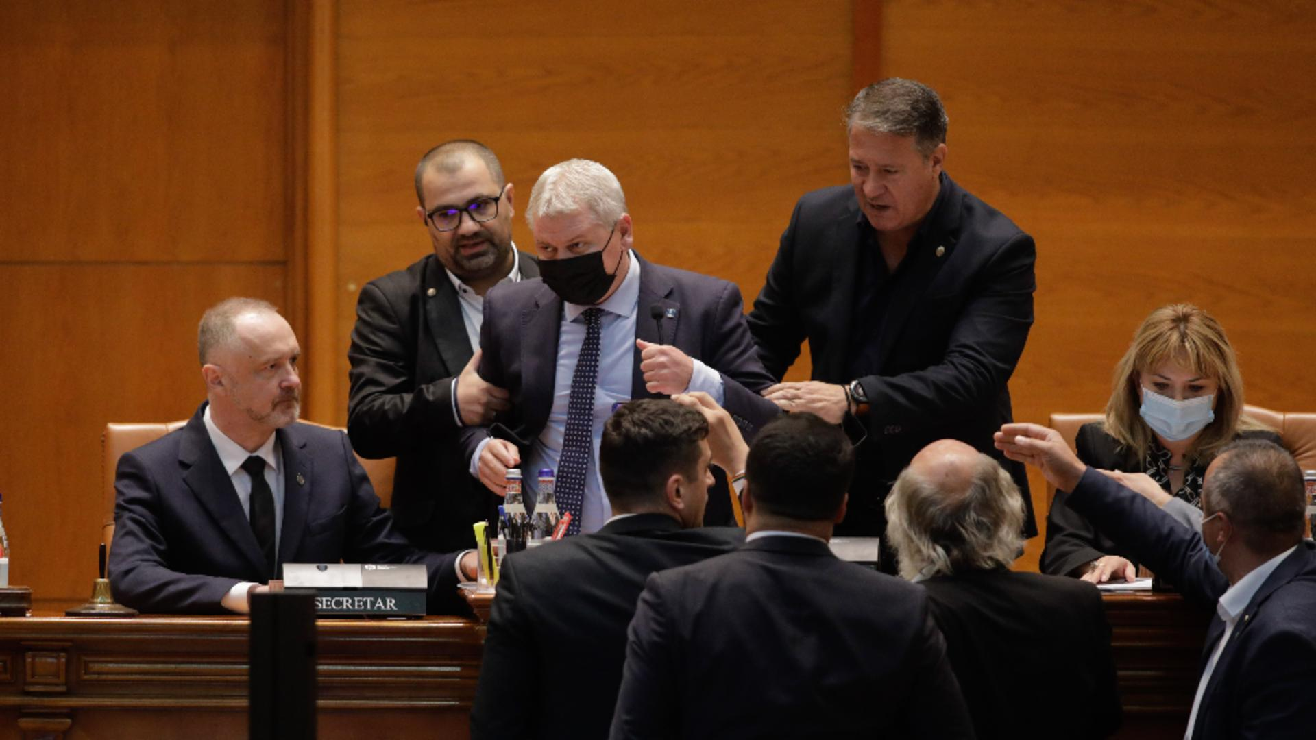 Scandal în Parlament. Foto: Inquam / George Călin
