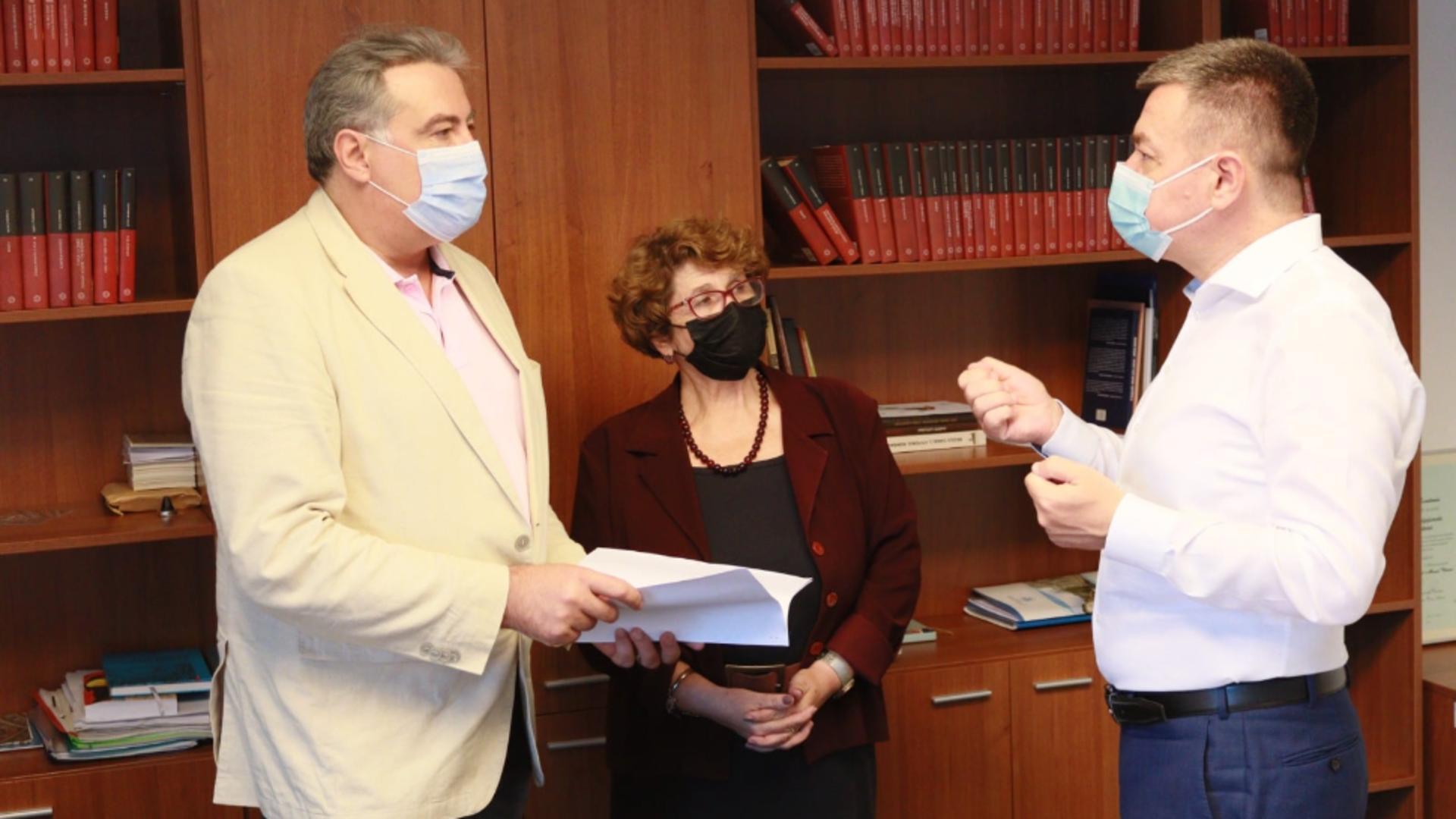 Adrian Cioroianu împreună cu ministrul Culturii, Bogdan Gheorghiu / Foto: Facebook Ministerul Culturii