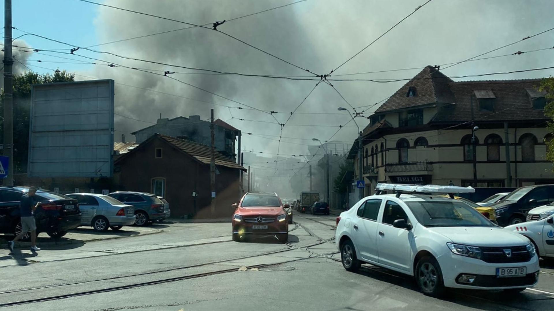 Incendiu casă zona Lizeanu, din Capitală / Foto: Facebook Infotrafic București și Ilfov