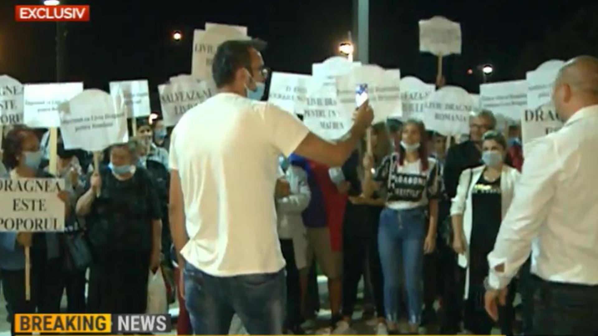 Susținătorii lui Liviu Dragnea, în fața sediului Realitatea PLUS