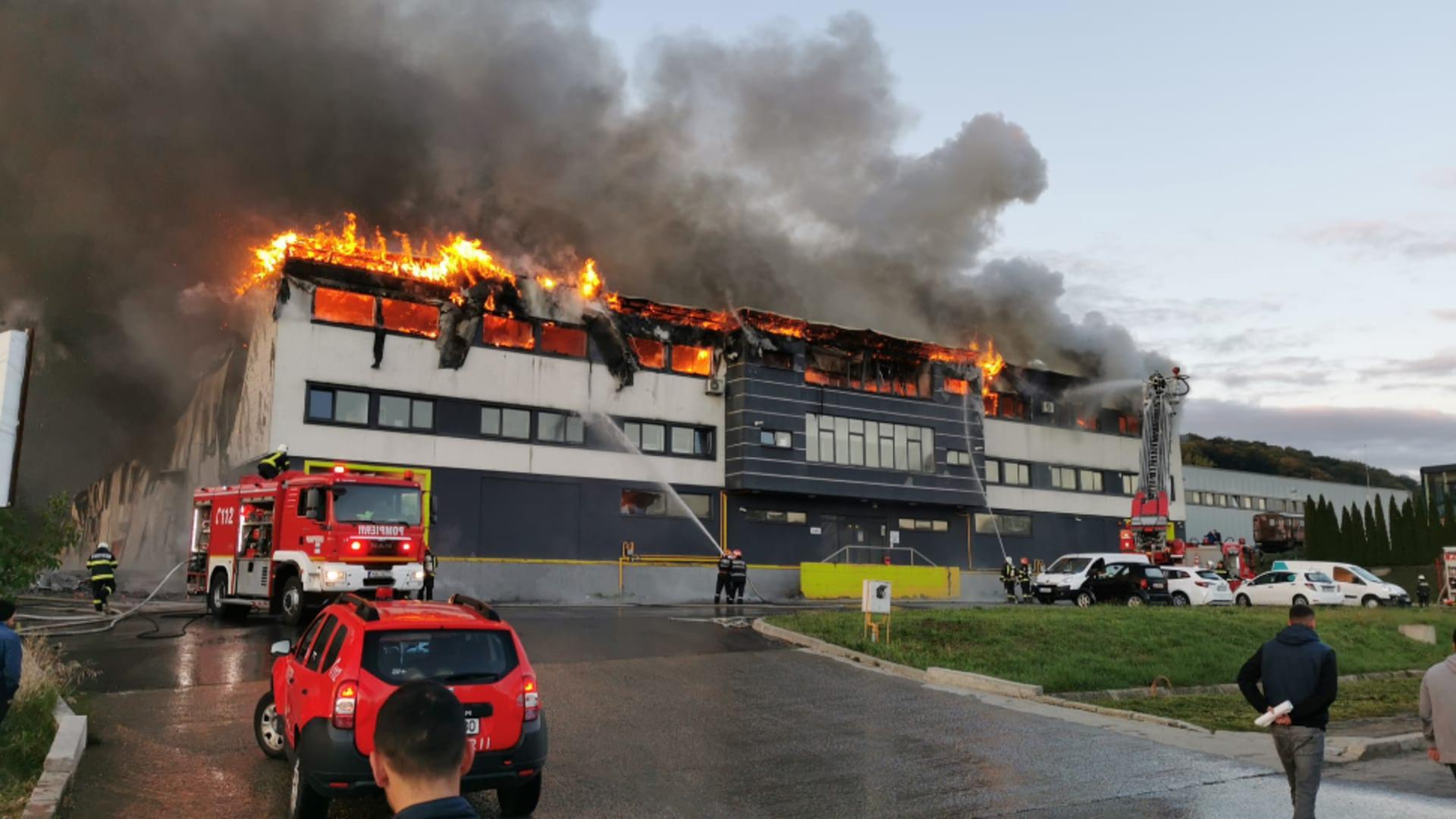 Incendiu violent într-un parc industrial din Cluj: s-a emis mesaj RO-Alert