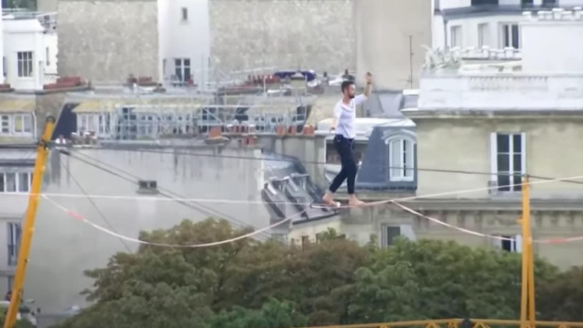 Cascador în Paris. Foto: captură YouTube