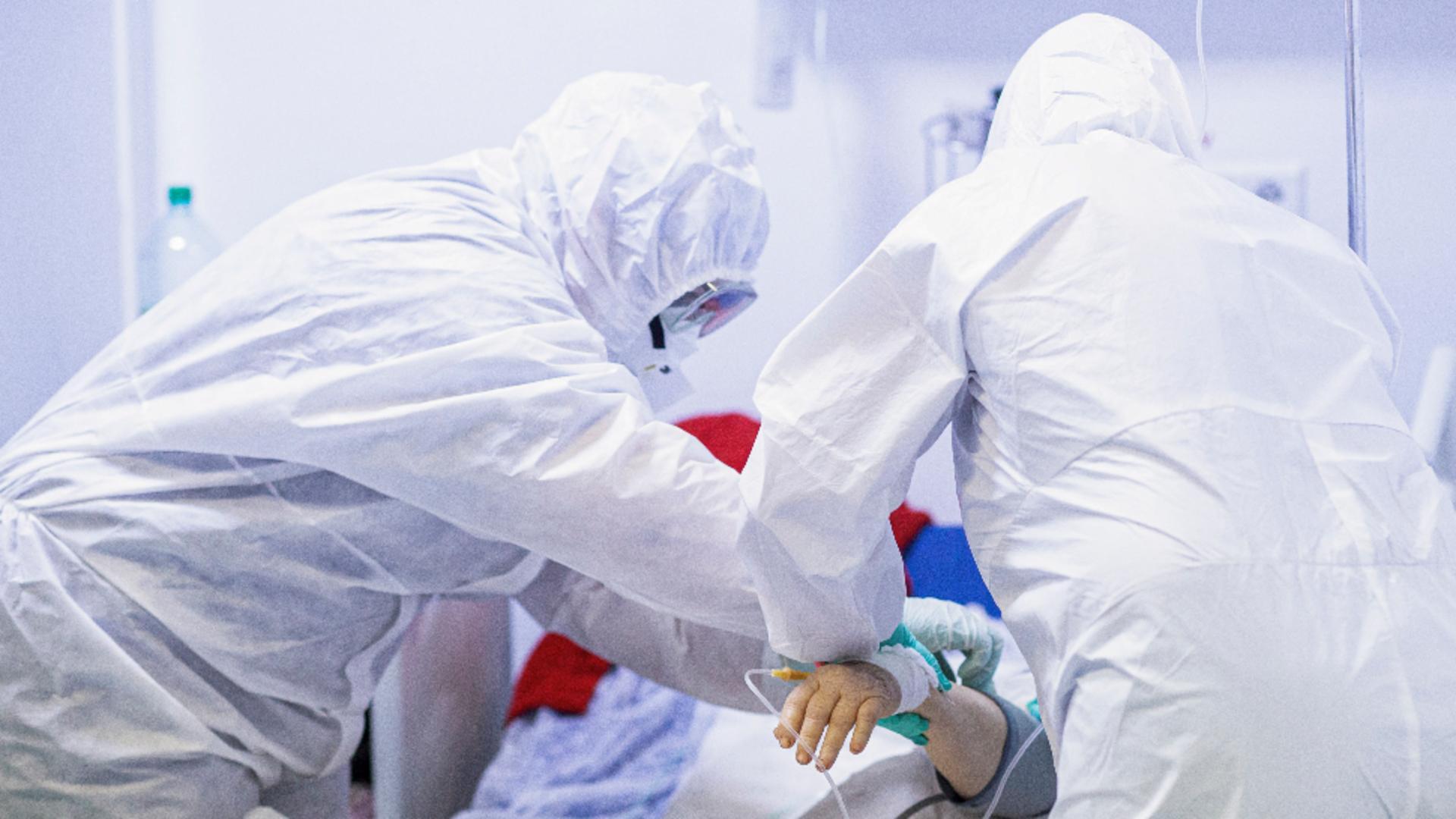 Cele mai multe infectări și DECESE provocate de COVID-19 în România sunt la NEVACCINAȚI