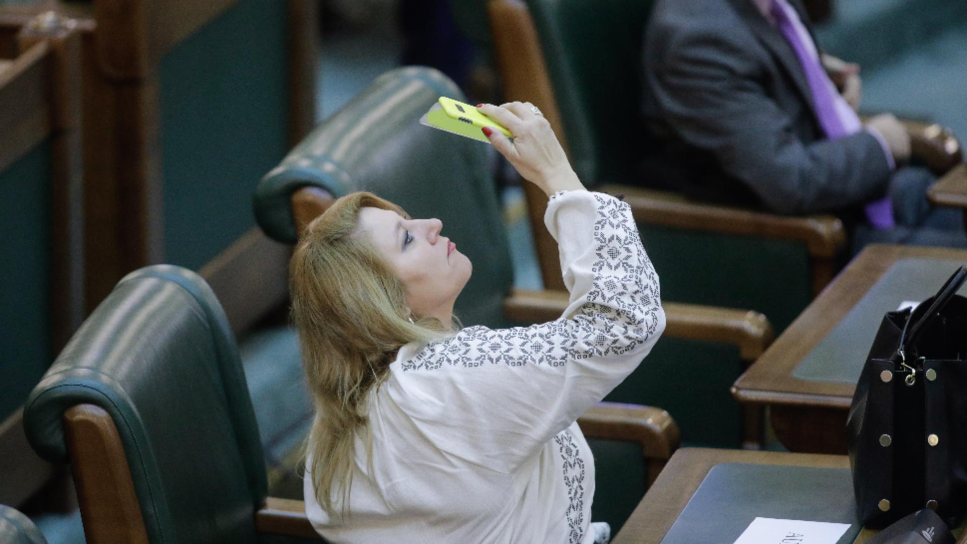 Diana Șoșoacă: Cîțu a dat comandă să mi se facă dosar penal / Foto: Inquam Photos