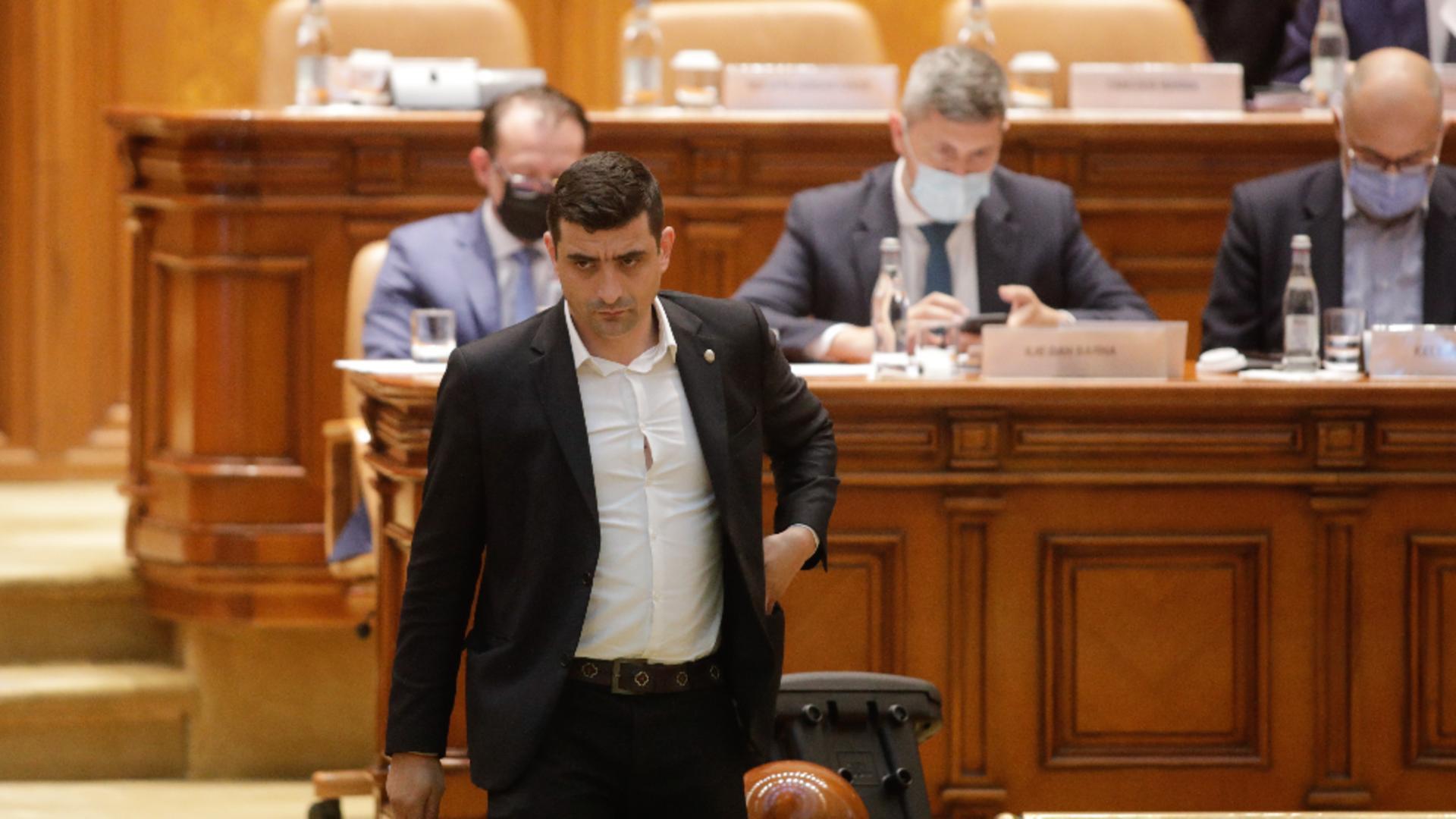 Geroge Simion îl amenință cu plângerea penală pe liberalul Florin Roman. Foto/Inquam