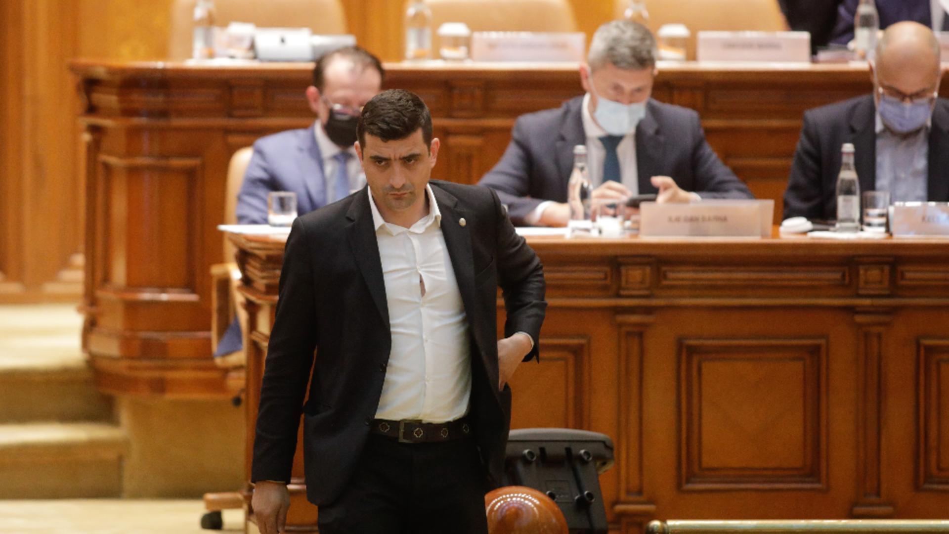 Florin Cîțu, fugărit în Parlament de George Simion / Foto: Inquam Photos