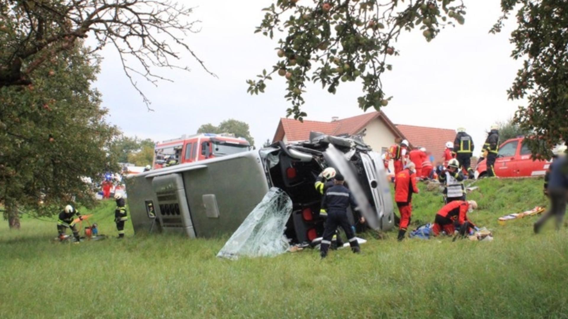 Accident grav, în Austria: 28 de victime, după ce autocarul în care se aflau s-a răsturnat