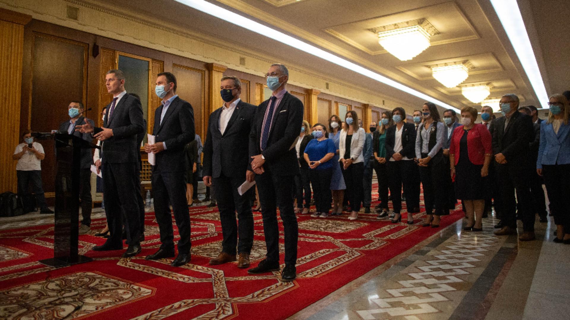 Miniștrii USR Plus în momentul anunțării demisiilor