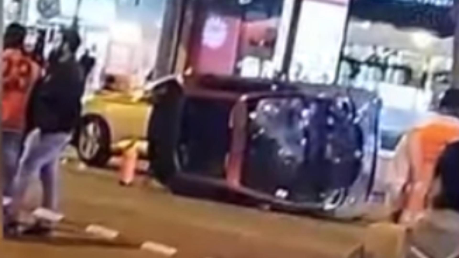 Accident Paris, bulevardul Champs-Elysees / Captură video