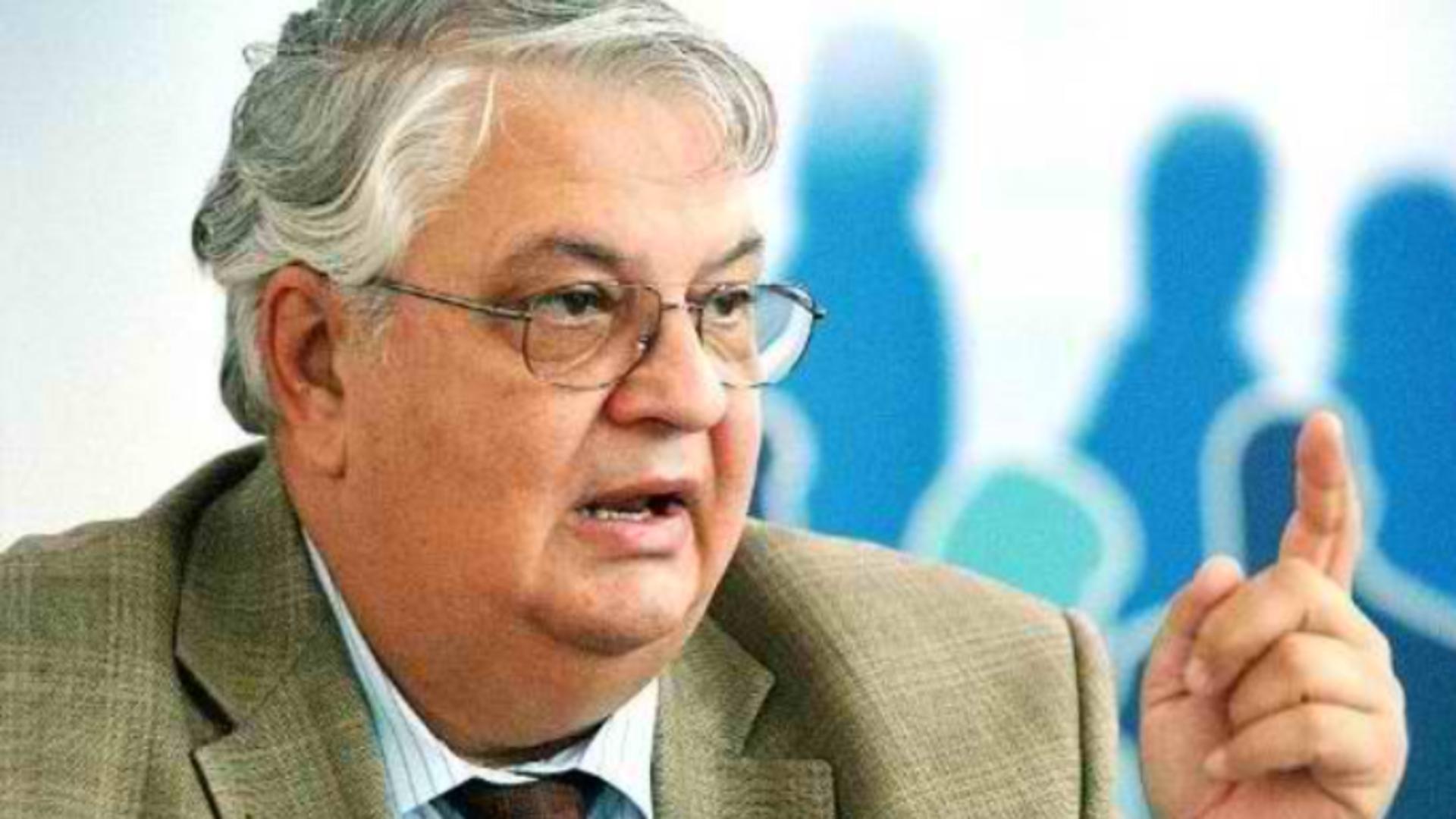 Mircea Coșea, profesor de economie