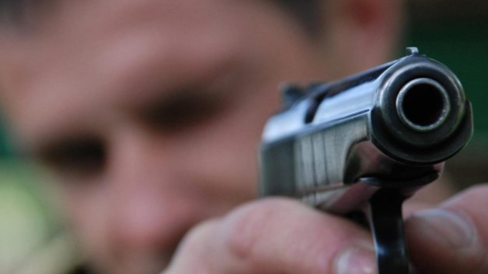 Adolescent prins cu focuri de armă după ce a evadat de sub escortă, în Buzău
