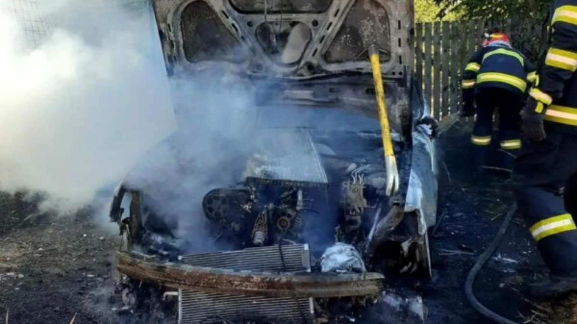 Autoturism distrus în totalitate după un incendiu Foto: ISU Giurgiu
