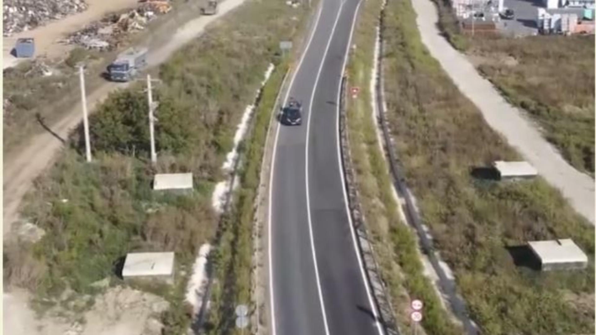 O groapă de gunoi cu zeci de mii de tone de deșeuri, aflată lângă autostrada Sebes-Turda.