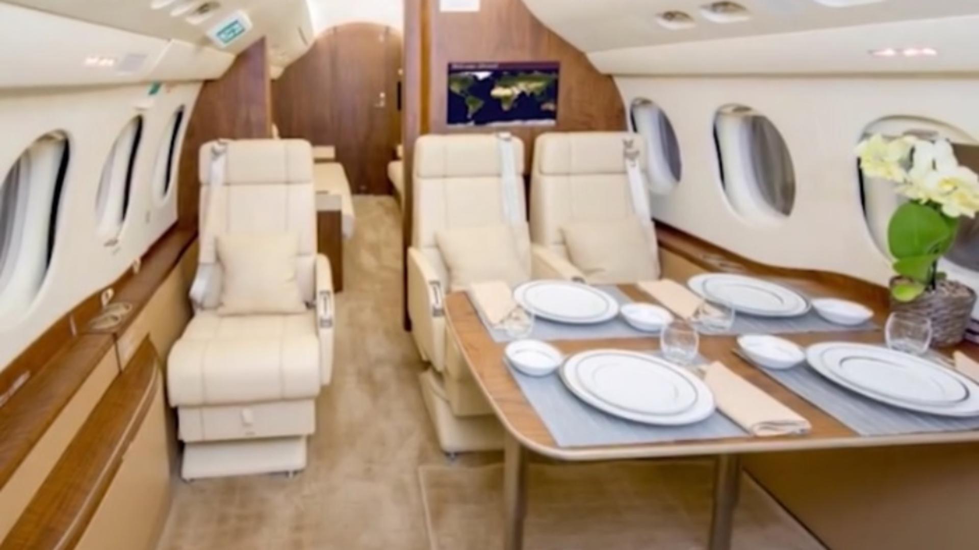 Cât costă avionul de lux închiriat de Iohannis pentru vizita din SUA