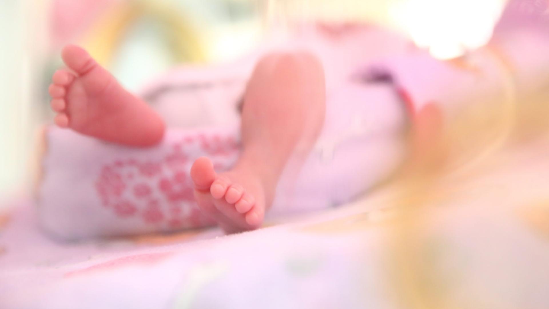 Valul 4 lovește cumplit în copii și tineri, în România: Cel mai mic bolnav de COVID-19 de la ATI are doar 13 zile