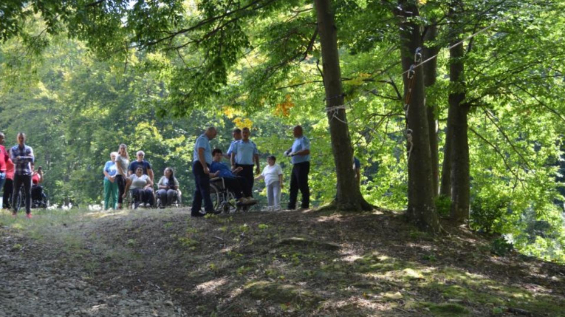 Experiență inedită pentru 17 persoane cu dizabilități, oferită de jandarmii buzoieni