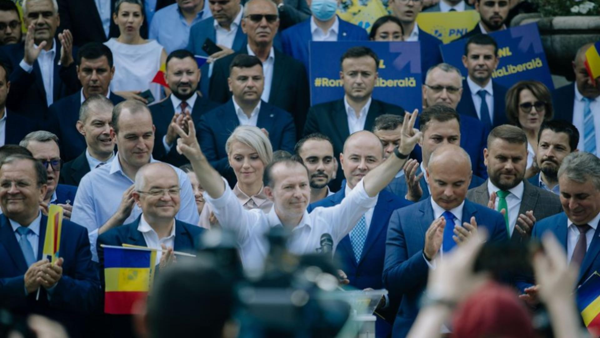 Florin Cîțu și susținătorii săi