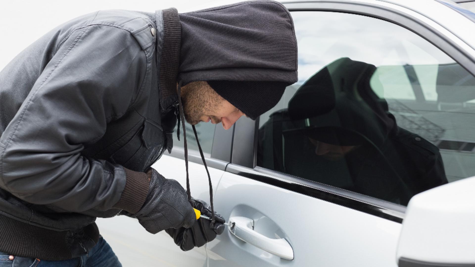 Un hoț consecvent: a furat aceeași mașină de două ori. Foto/Profimedia