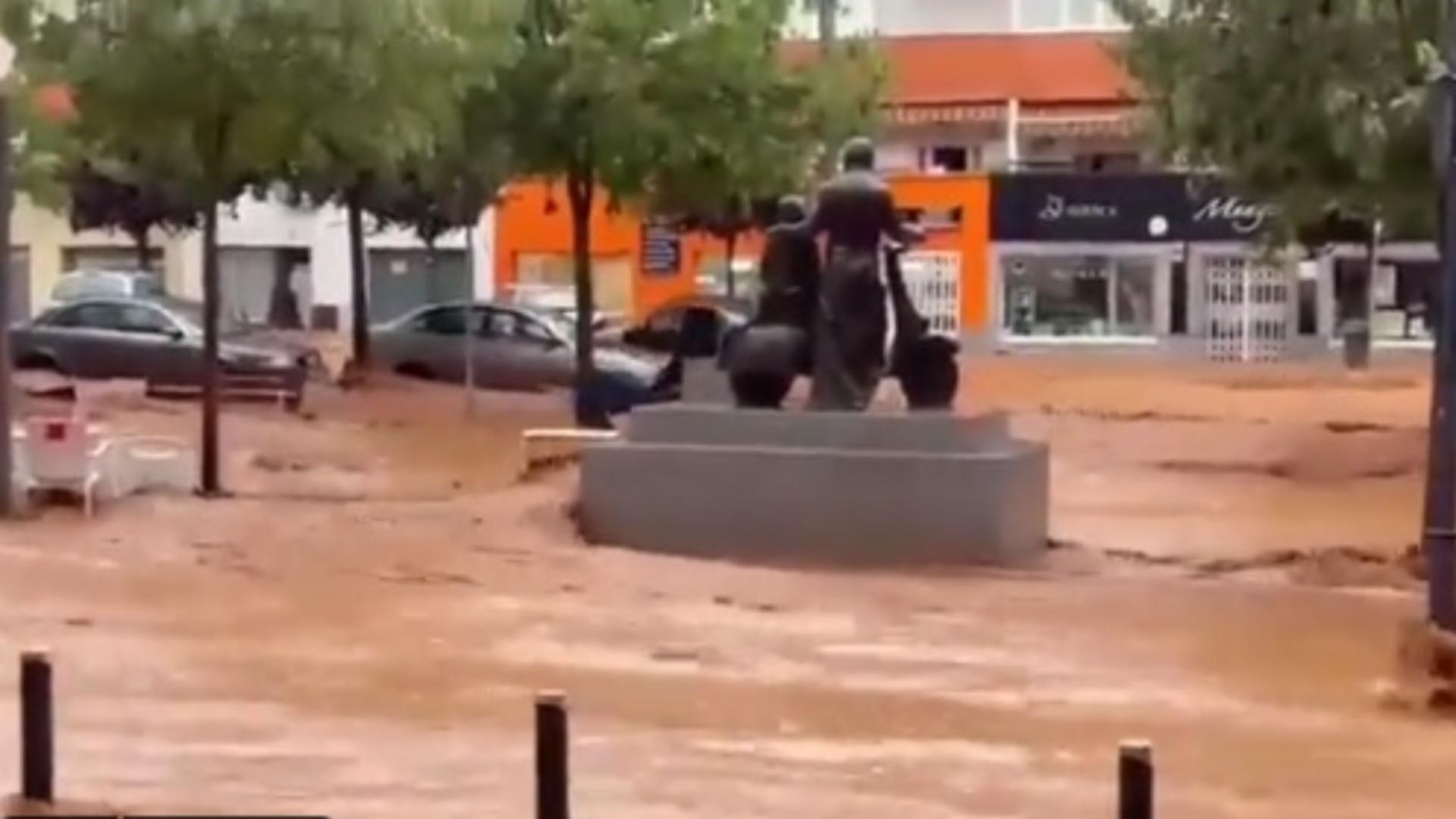 Spania, PARALIZATĂ după ploile abundente - Imagini de coșmar cu apele revărsate în mai multe orașe
