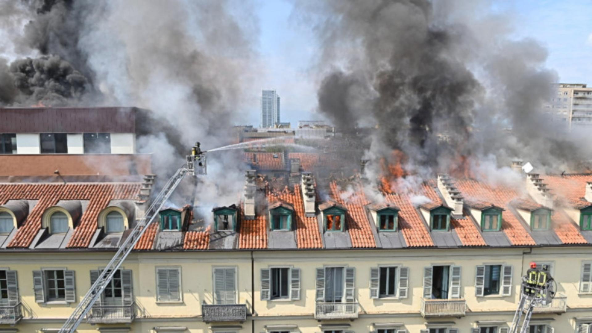 Incendiu puternic într-o clădire din Torino