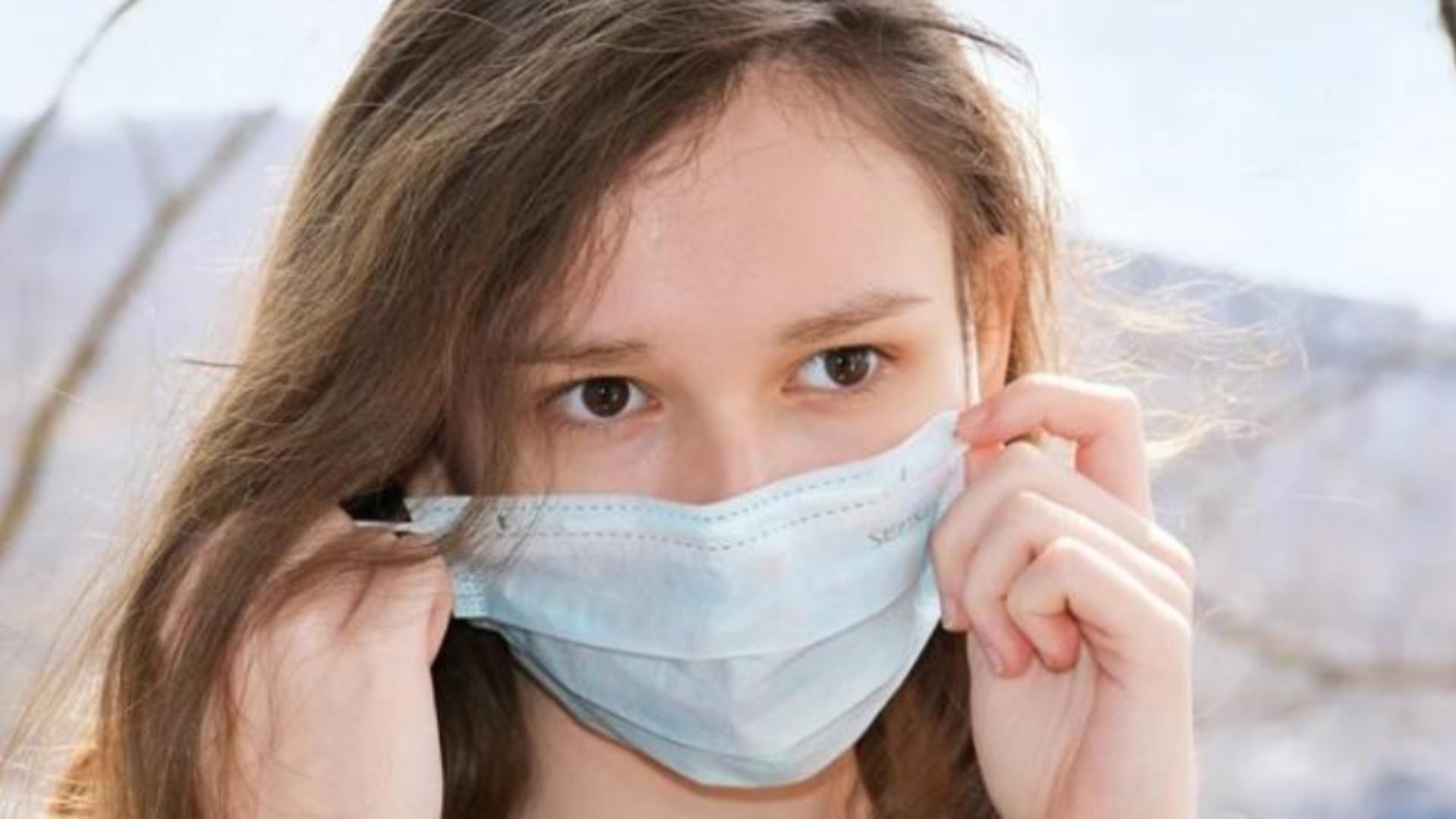 Masca de protecție, obligatorie la cursuri, în școală