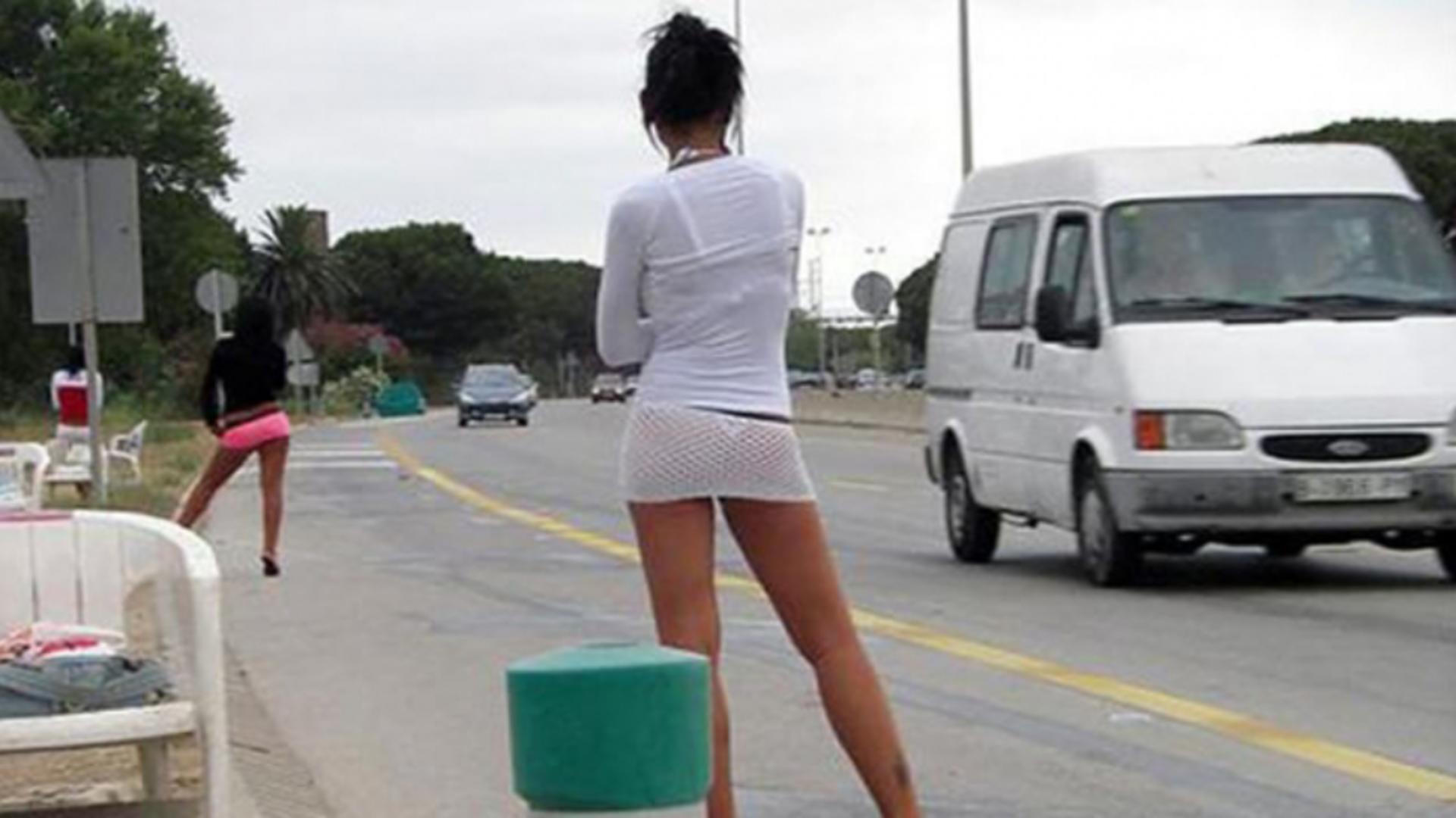 Prostituate pe marginea drumului (foto ilustrativ)