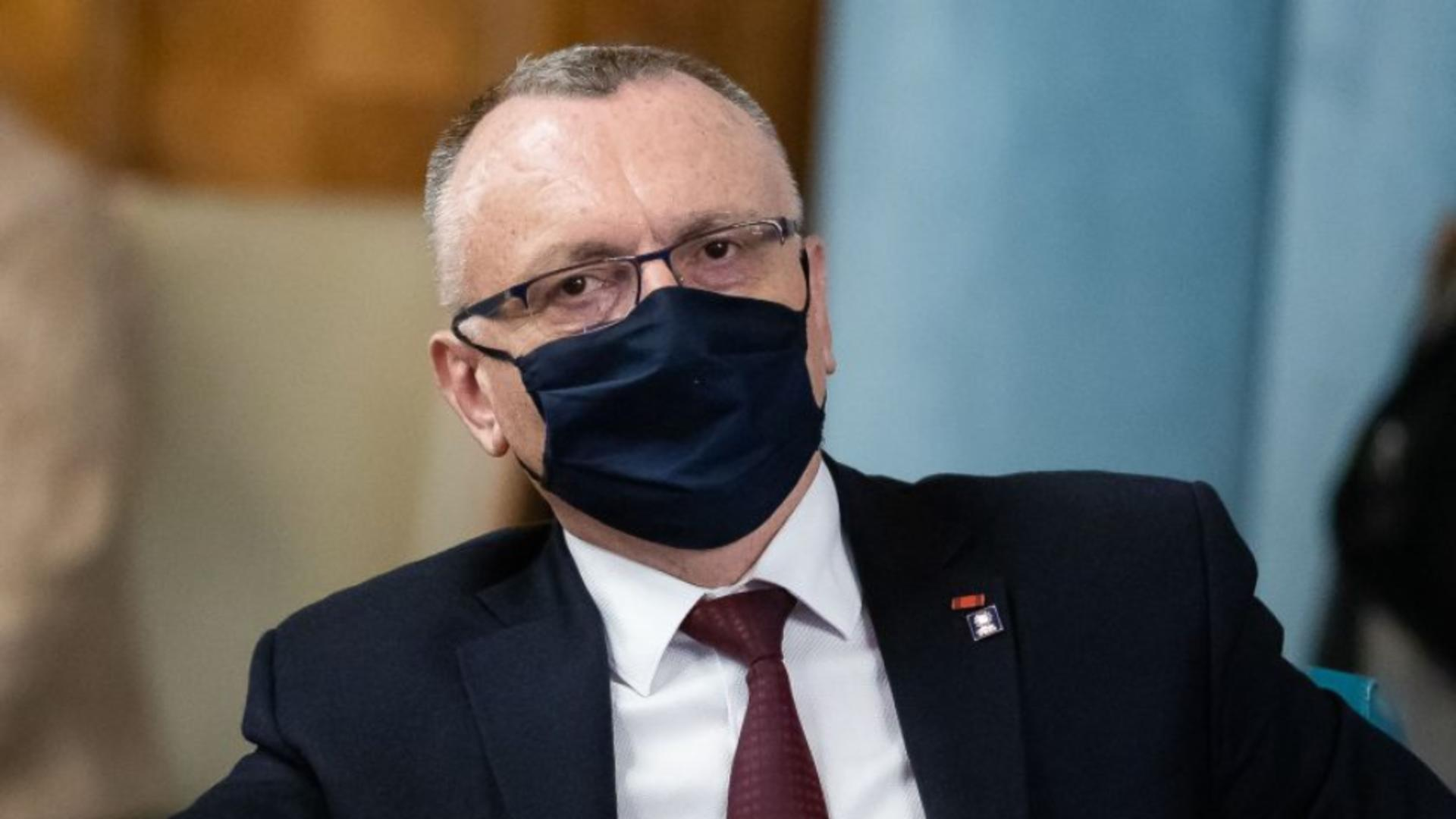Ministrul Educației - Sorin Câmpeanu