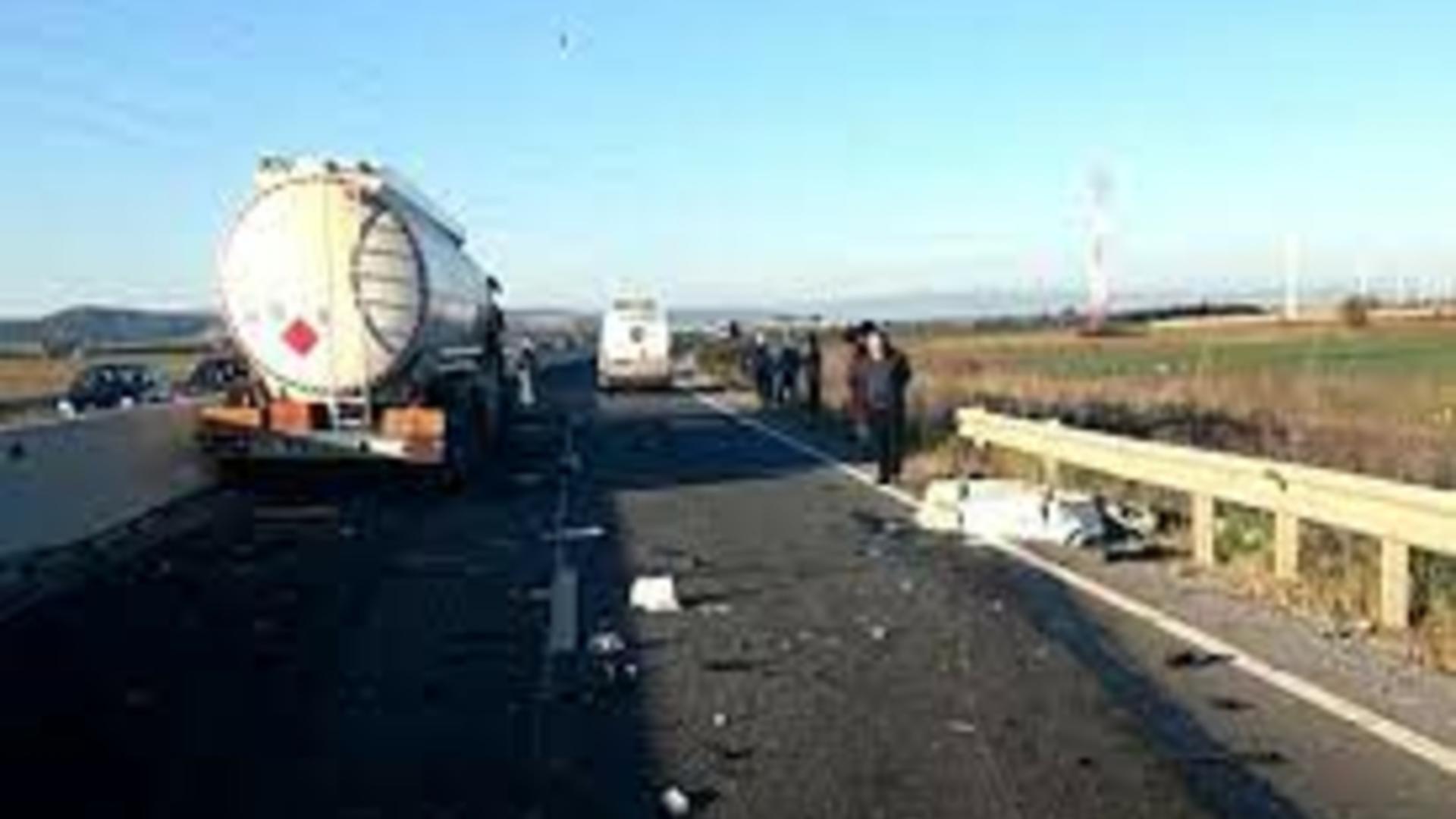Accident rutier la Negoiești, Prahova. O cisternă GPL fără încărcătură a fost implicată/ 2 persoane, transportate la spital