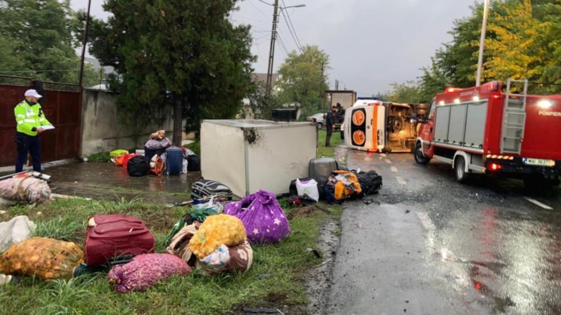 Accident grav, în Arad: impact nimicitor între un autoturism și un microbuz plin cu pasageri