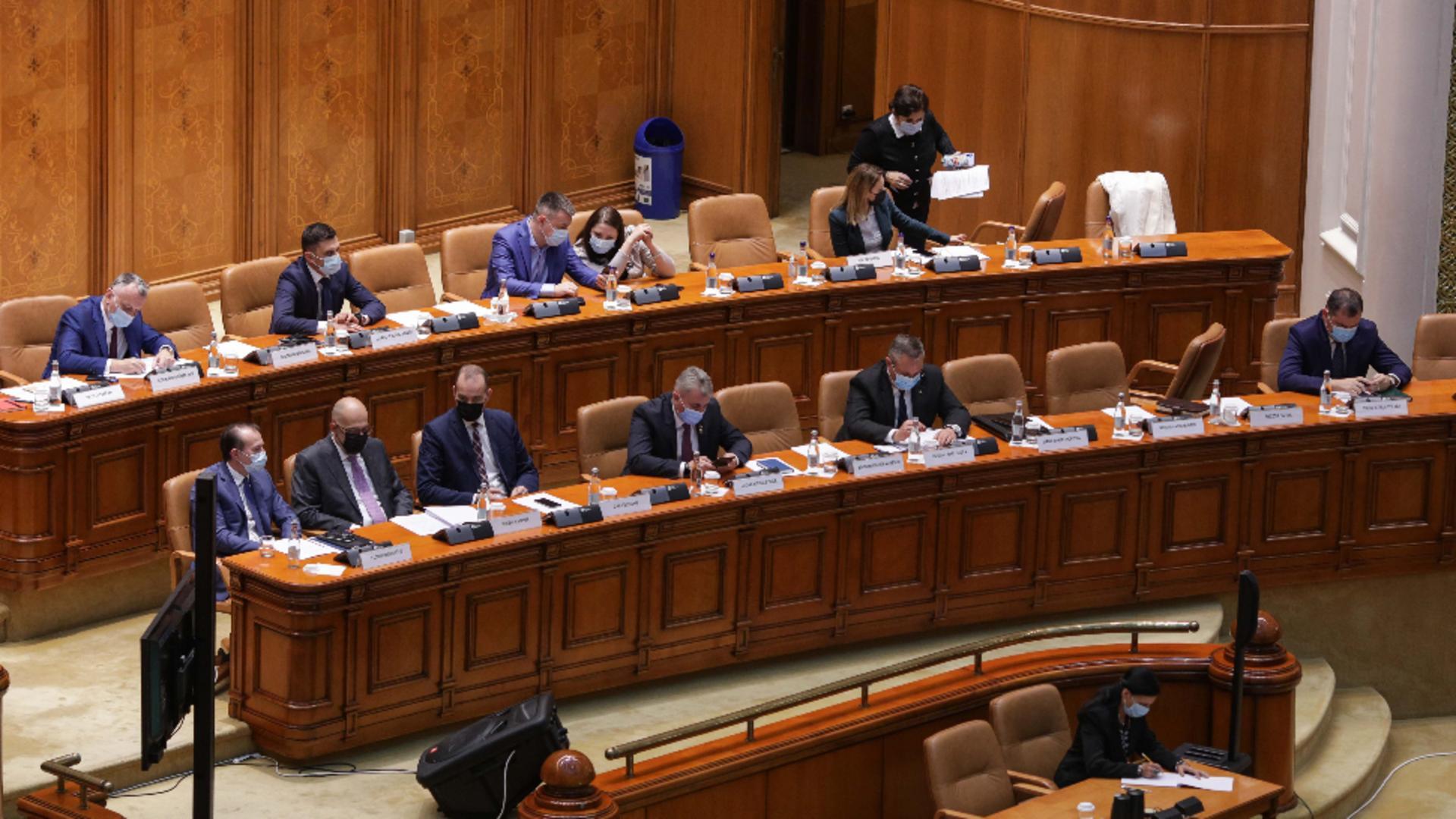 Presa internaţională, despre demiterea Guvernului Cîţu: Deschide o perioadă de instabilitate politică