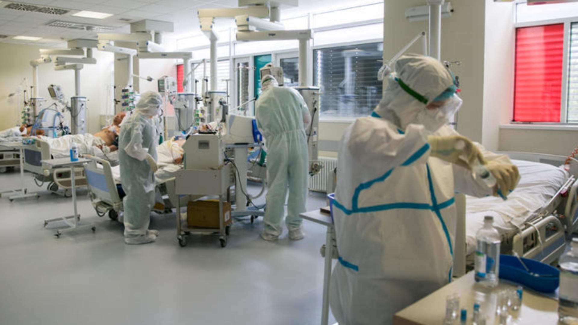Primii 5 pacienți COVID-19 ajung marți noapte la Spitalul mobil de la Lețcani