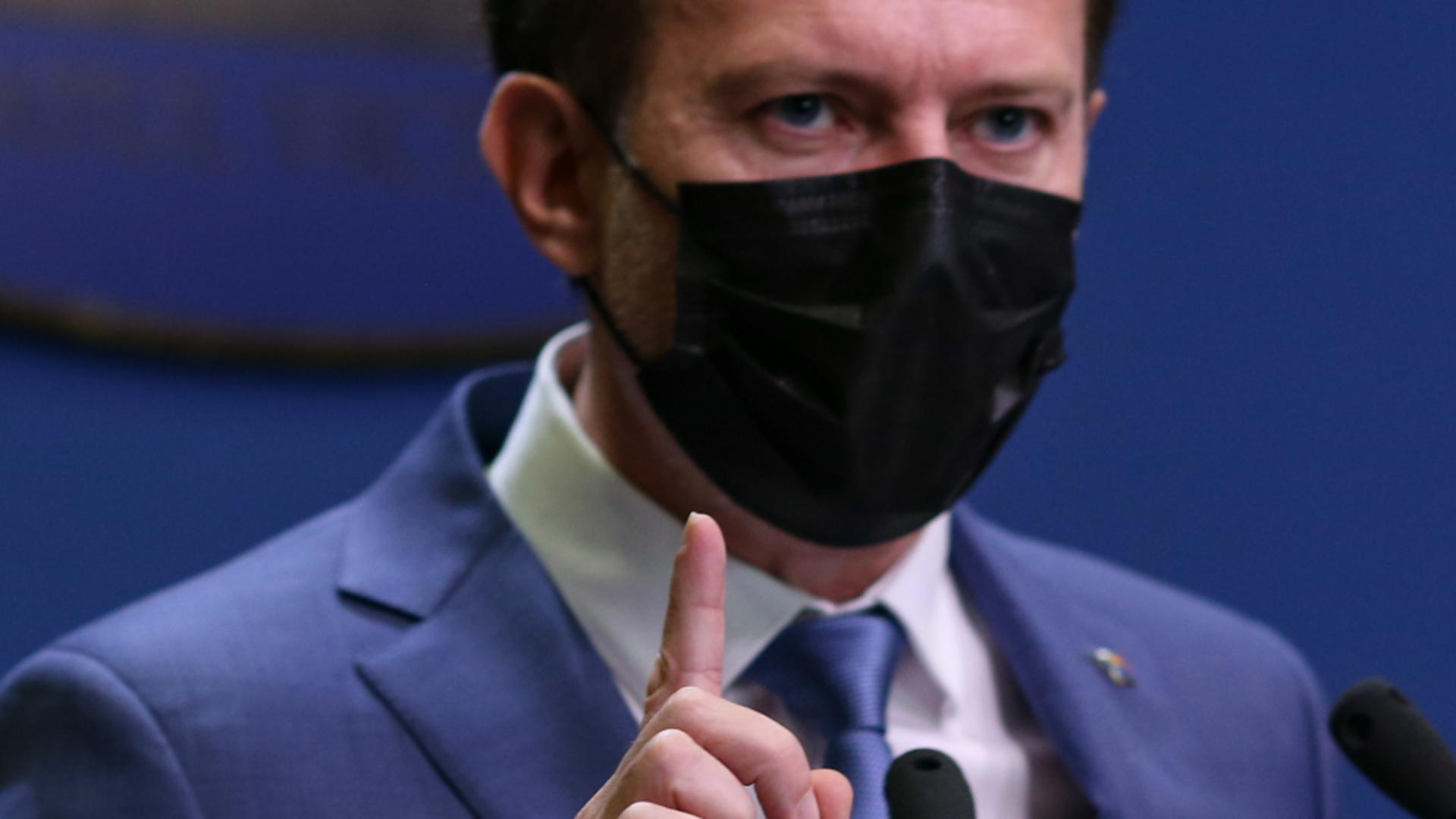 Angajaţii nevaccinaţi şi care nu au trecut prin boală se vor testa pe banii lor – ANUNȚUL premierului