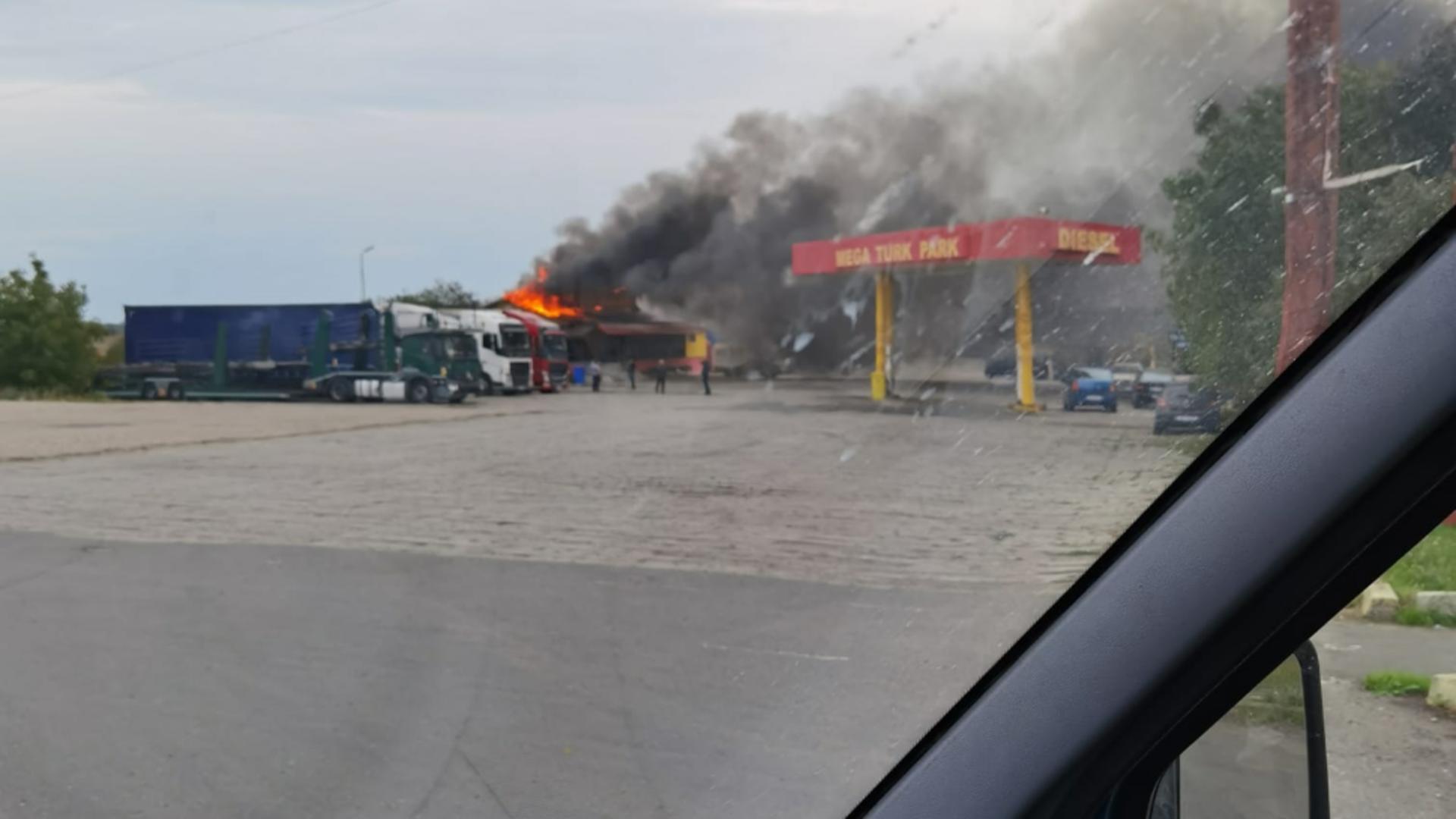 Incendiu puternic într-un restaurant de lângă Arad. Foto/Facebook