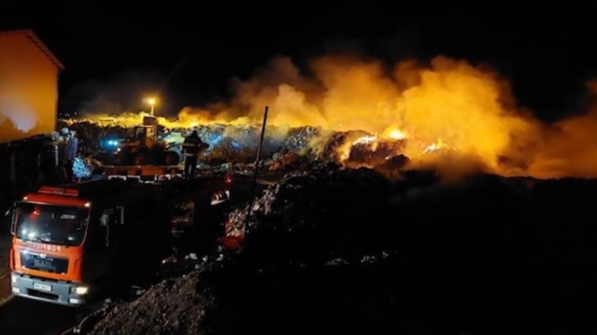 Incendiu puternic la un depozit de deșeuri din județul Tulcea