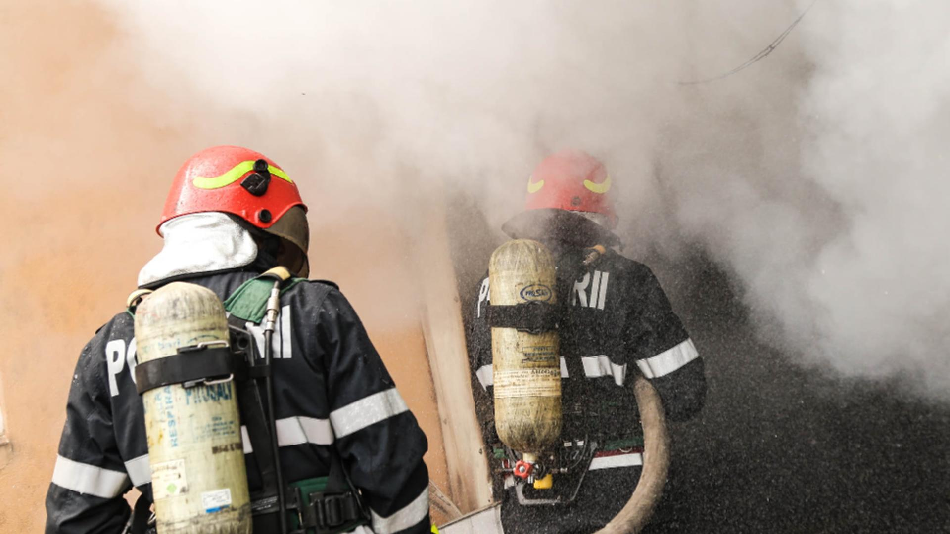 Bărbat găsit carbonizat după un incendiu la un hotel. Foto/Arhivă