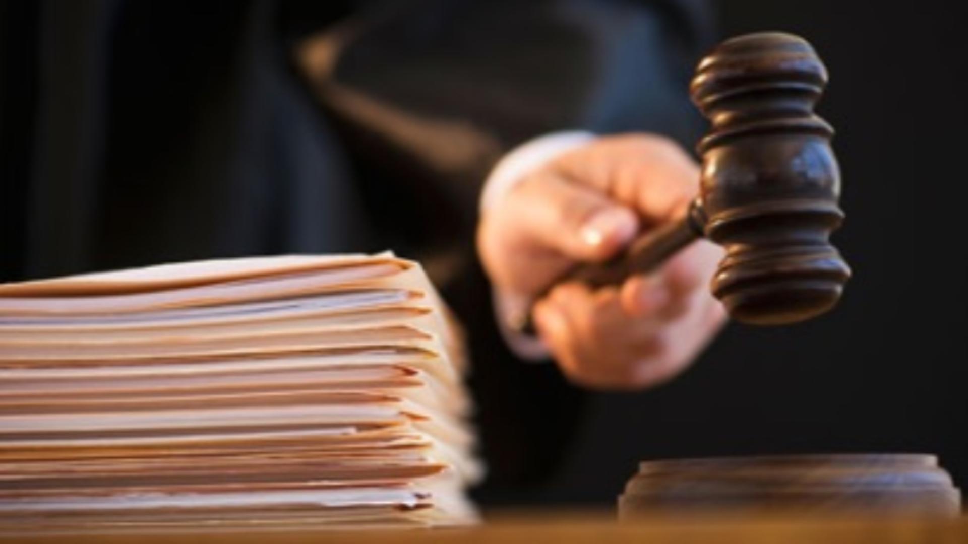 Fostul şef al Poliţiei Mizil, condamnat la închisoare cu suspendare pentru trafic de minori
