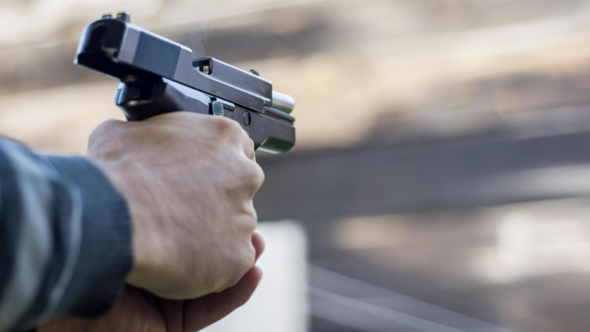 Contrabandist, oprit cu focuri de armă de polițiști. Foto/Profimedia
