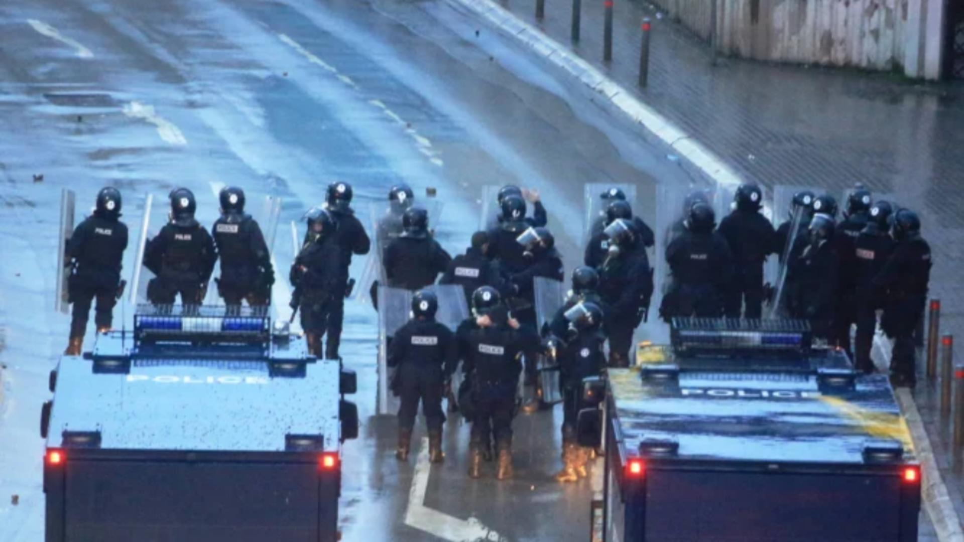 Baraj al forțelor de ordine (foto: Poliția din Kosovo)
