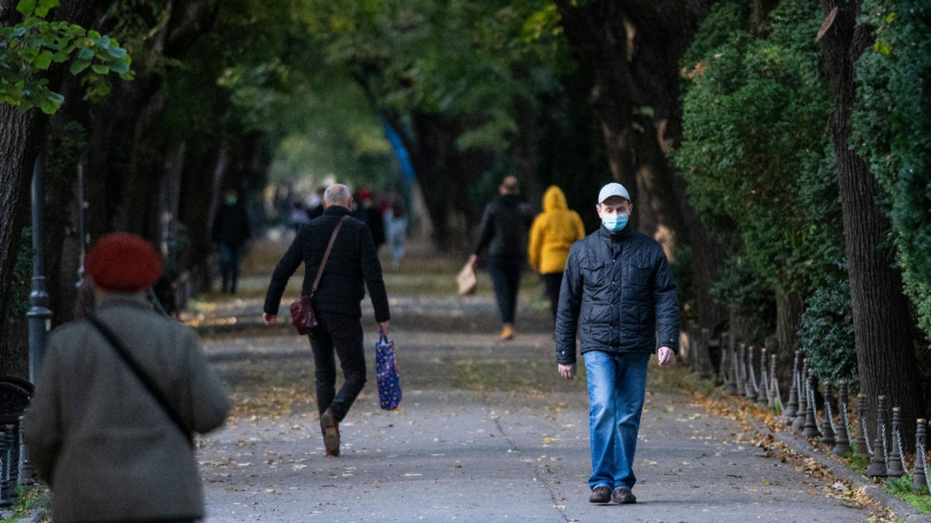 Rata de infectare a depășit pragul de 14 la mia de locuitori, în București. Sursa foto: Profi Media