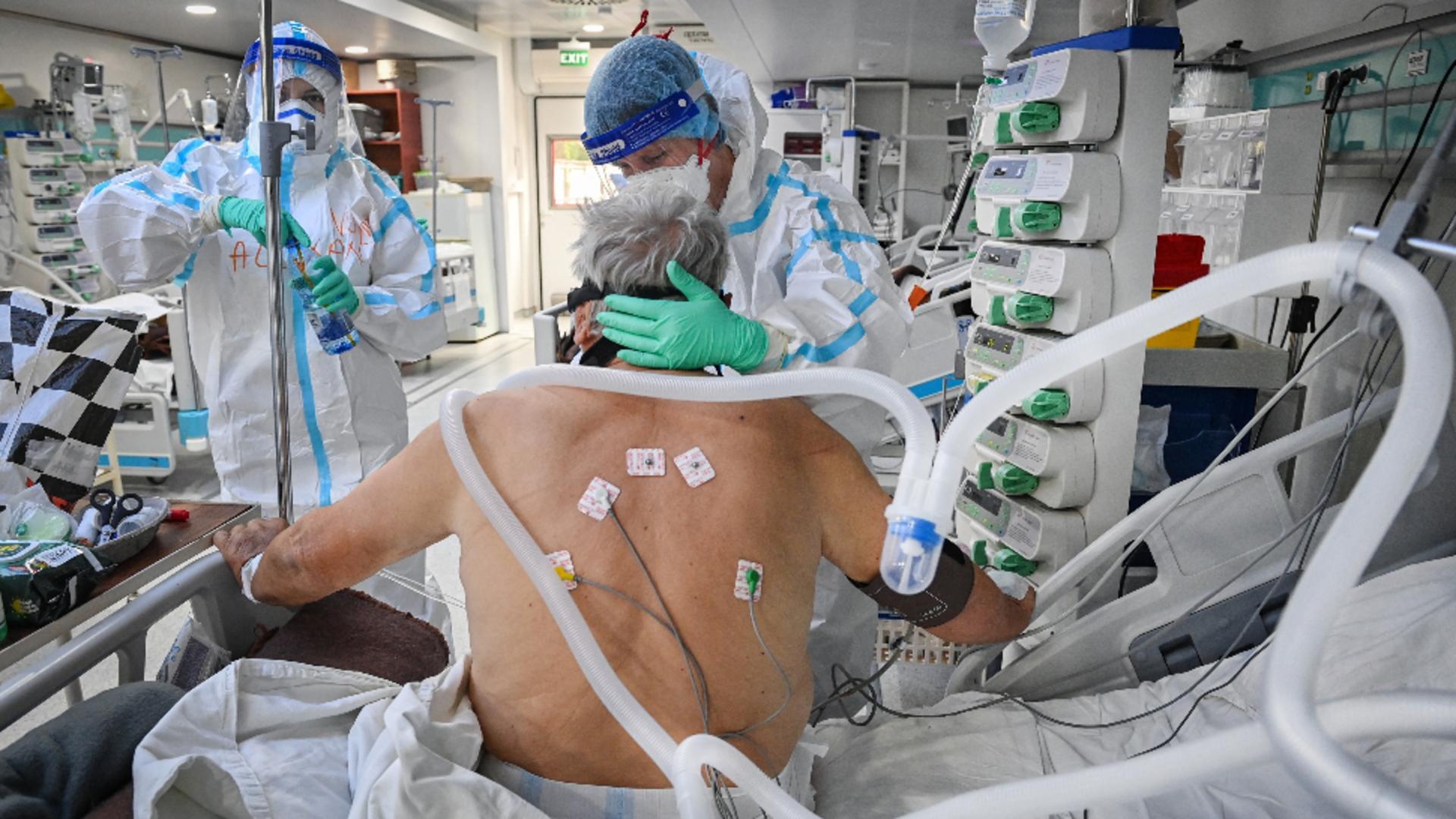 Mulți bolnavi Covid sună la Salvare în ultima clipă. Foto/Profimedia