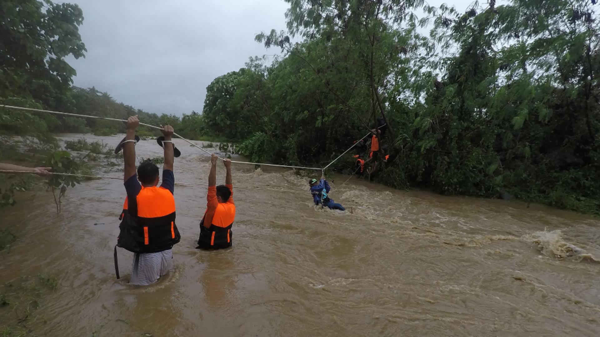 BILANȚUL furtunii Kompasu din Filipine crește la 30 de morți! Cel puțin 13 persoane dispărute - Imaginile DEZASTRULUI